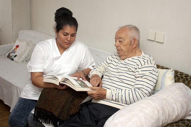 Jakimi cechami powinna wykazywać się dobra opiekunka osób starszych?