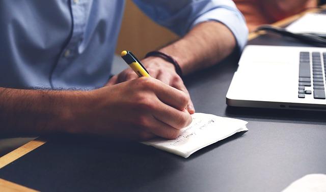 Jeżeli jesteś wybitnie uzdolnioną osobą, to mimo posiadania pracy, może Cię wypatrzyć headhunter konkurencji