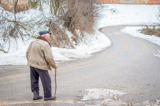 Praca opiekuna osób starszych - połączenie misji i godnego zarobku